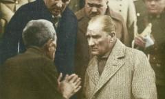 Atatürk Bir Köylüyü Dinlerken
